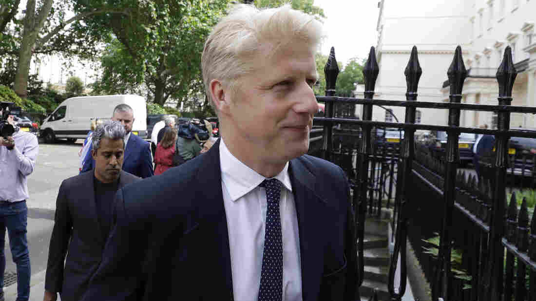 Westlake Legal Group ap_19163359899605_wide-b23b3ccc2216d9a846c95557d5800185b4ecfd9d-s1100-c15 Boris Johnson's Brother Resigns From U.K. Parliament Over Brexit