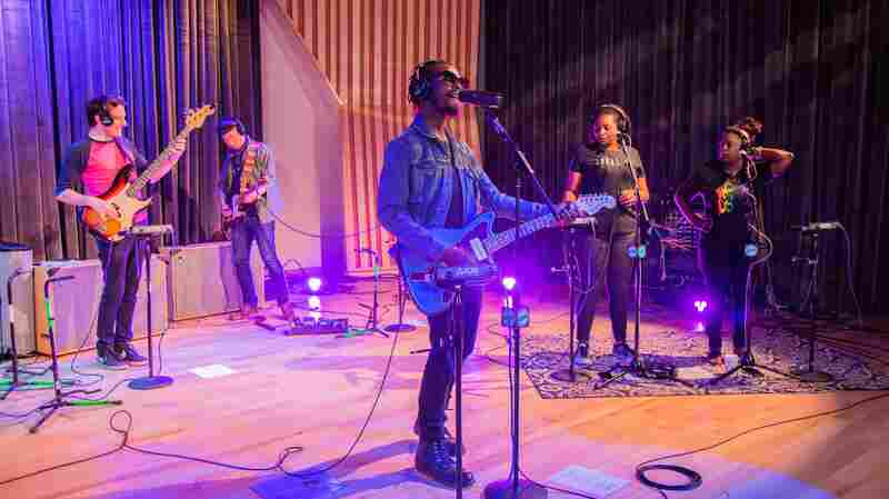 Watch Black Pumas Perform 'Colors' Live In The Studio