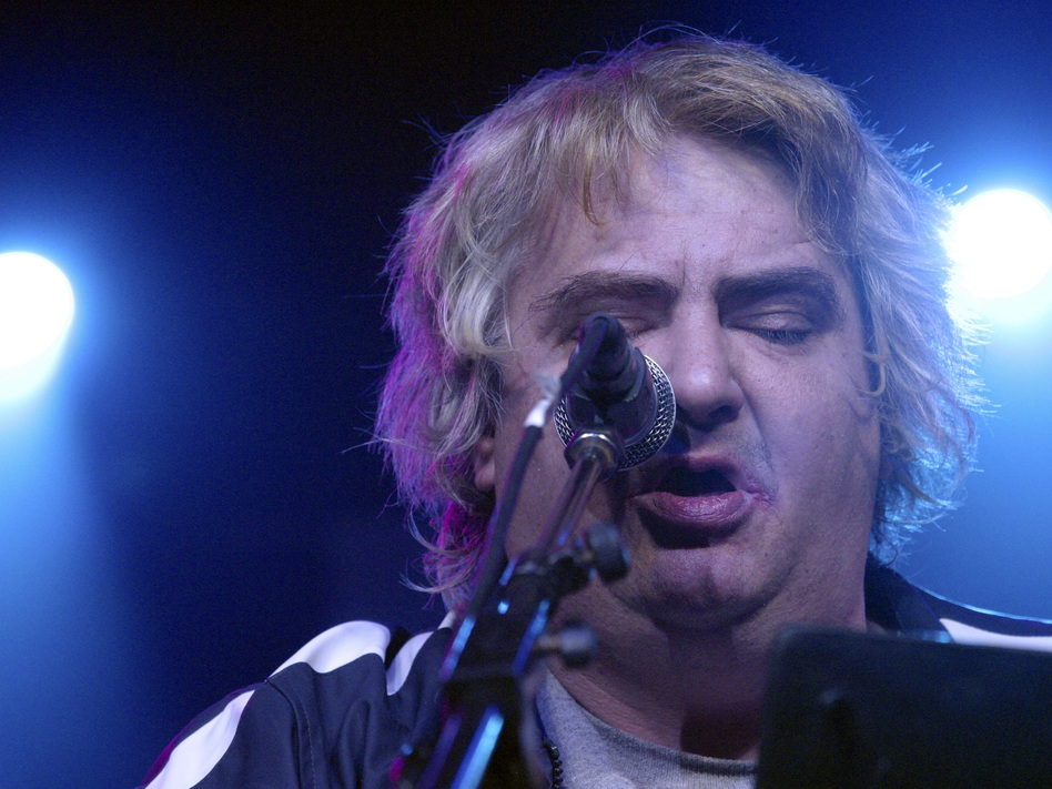Singer, songwriter and visual artist Daniel Johnston performs in Austin, Texas, in 2005. Johnston died on Wednesday. (Jana Birchum/Getty Images)