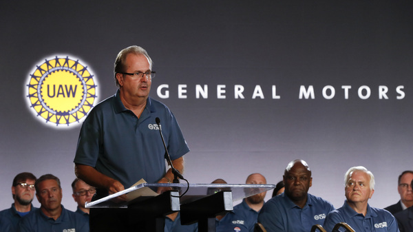 United Auto Workers President Gary Jones speaks during the opening of contract talks with General Motors in Detroit in July. Union officials allowed their contract to lapse over the weekend after both sides failed to agree on a new contract.