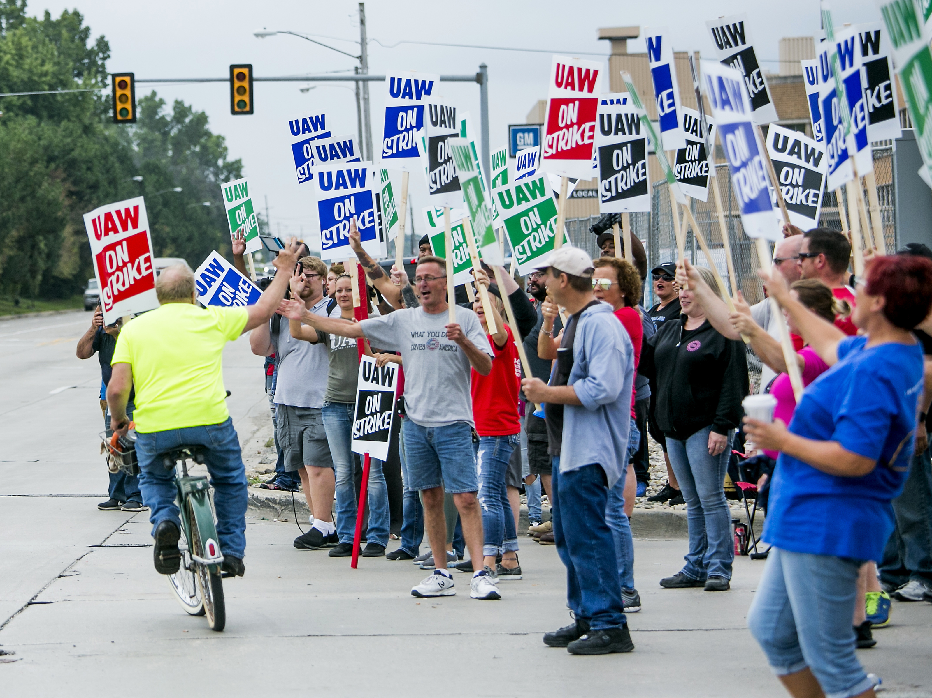 In GM Strike, Union Says Only 2% Of Deal Has Been Agreed To, 'We're Far Apart'
