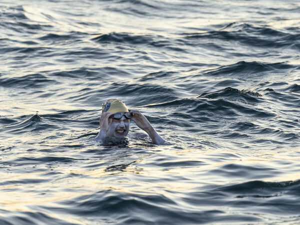 Sarah Thomas, a 37-year-old cancer survivor, swims across the 21-mile English Channel. She said she had been stung in the face by a jellyfish during the epic swim.
