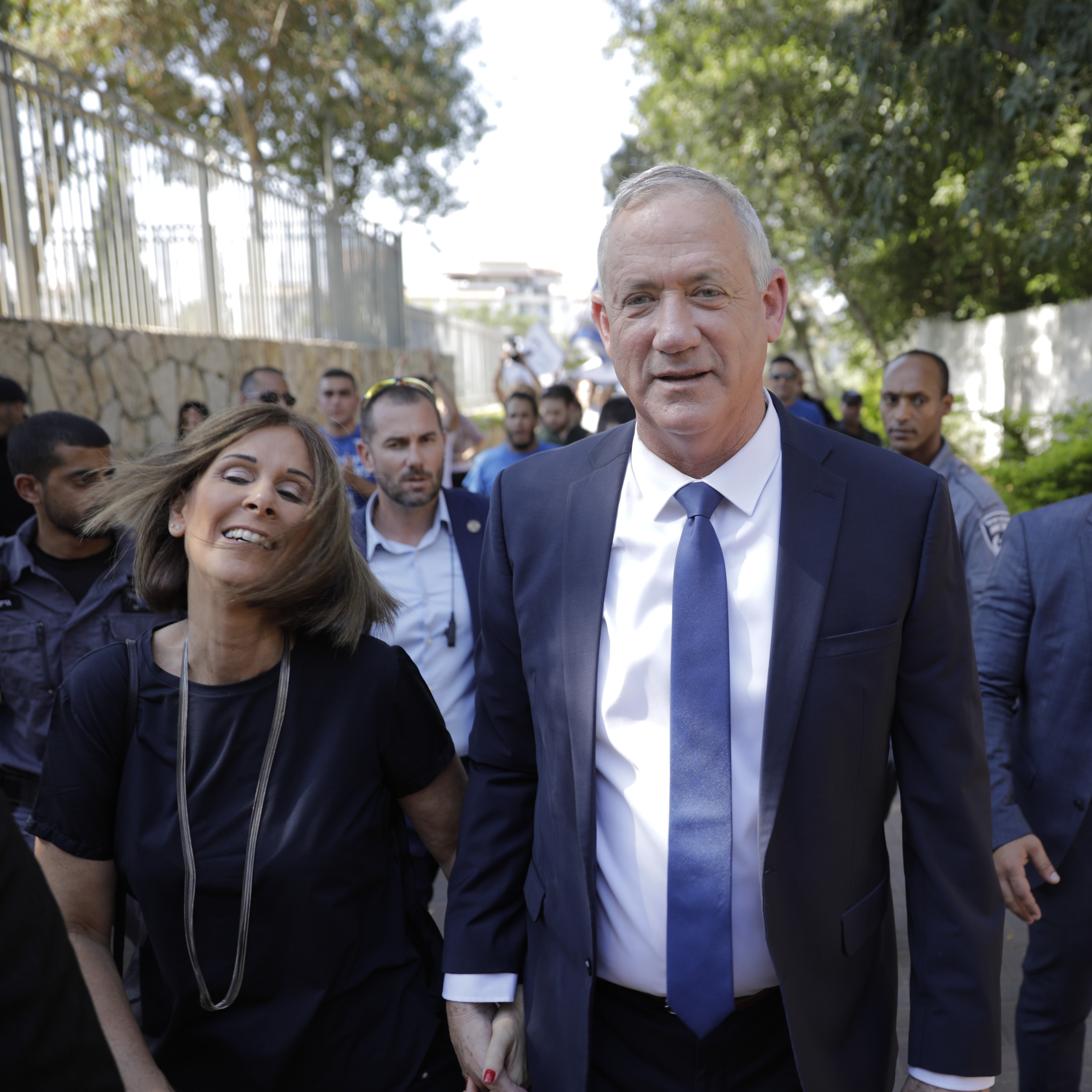 Netanyahu tries to woo far-right on election eve