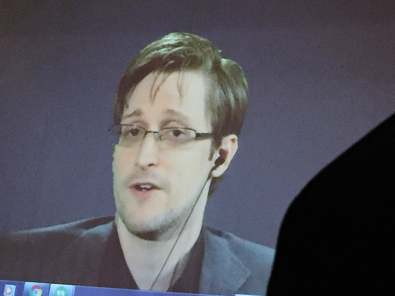 Justice Dept. sues for proceeds from Edward Snowden's book