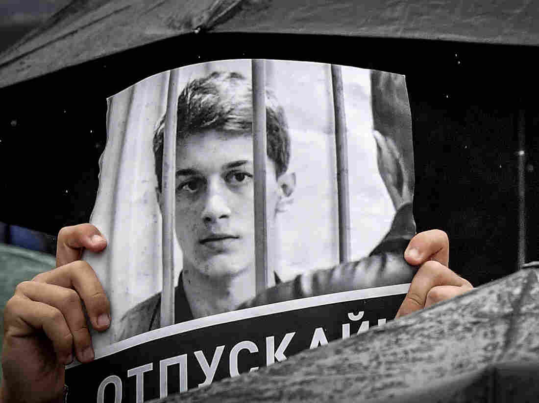 Westlake Legal Group gettyimages-1163246078-de2f27a8476719f9022d098783d3def250b7bd13-s1100-c15 The Russian Student Who Has Become Moscow's New Face Of Dissent
