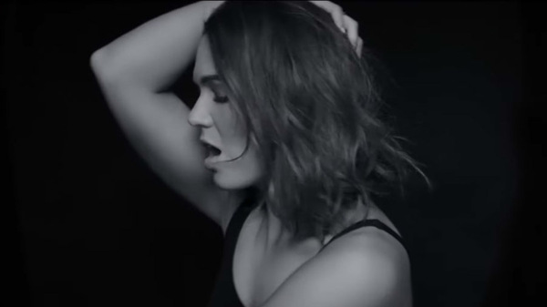 """Mandy Moore in the video for """"When I Wasn"""
