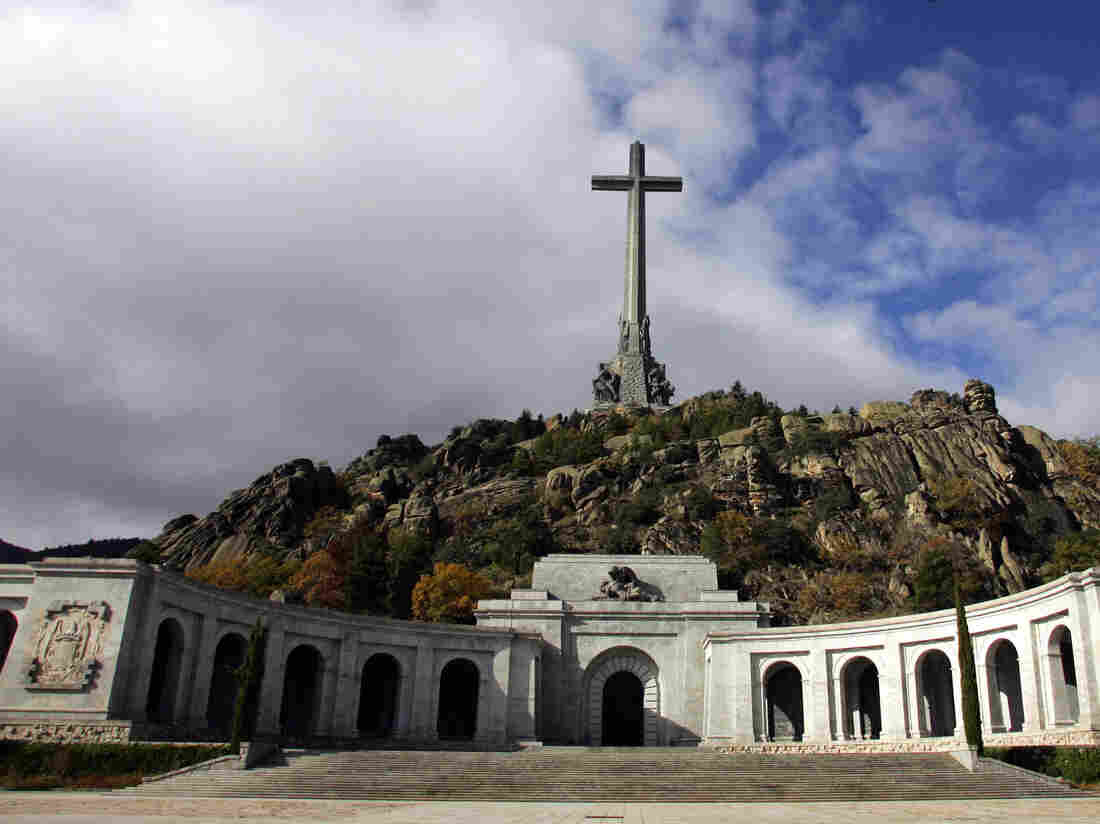 Spanish court rules in favor of moving Franco's remains