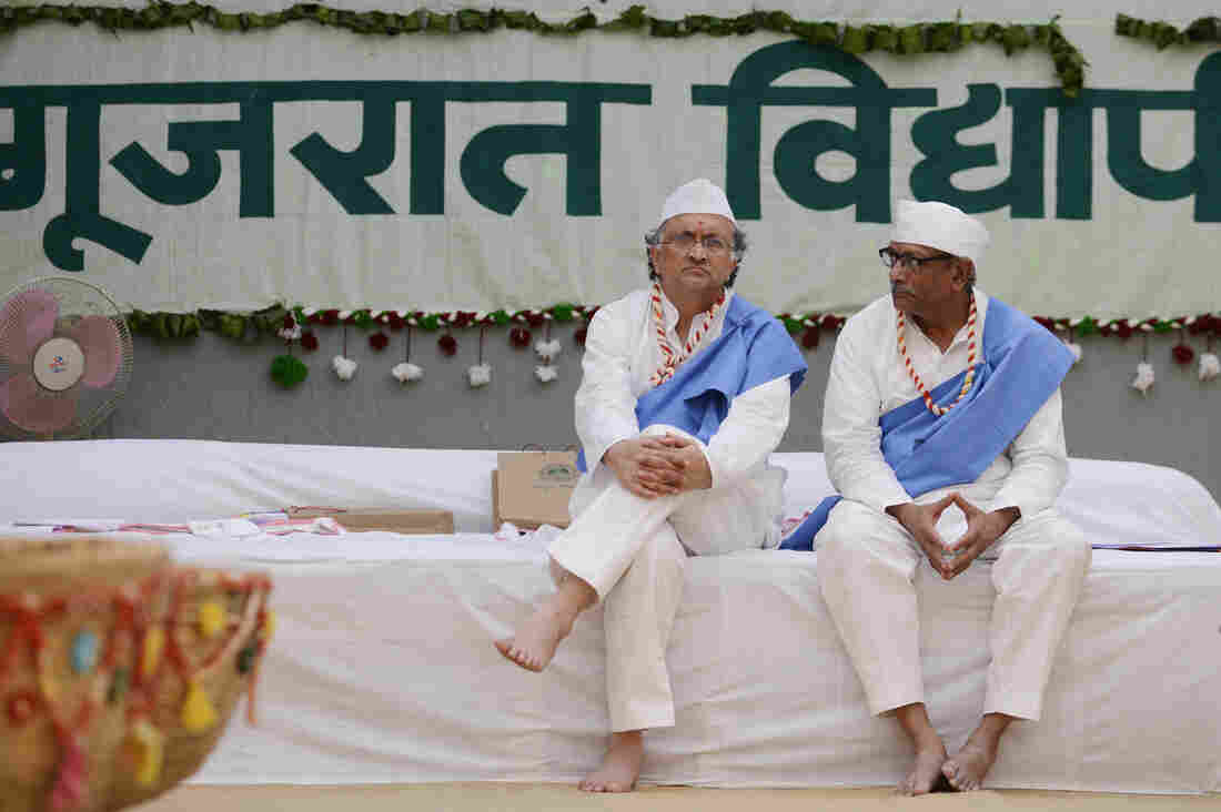 Rahul Gandhi leads Congress 'padyatra' on Mahatma Gandhi's 150th birth anniversary