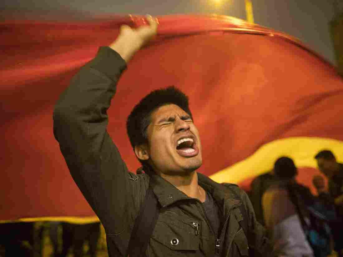 Peru's Vizcarra scraps Congress as opposition picks new president