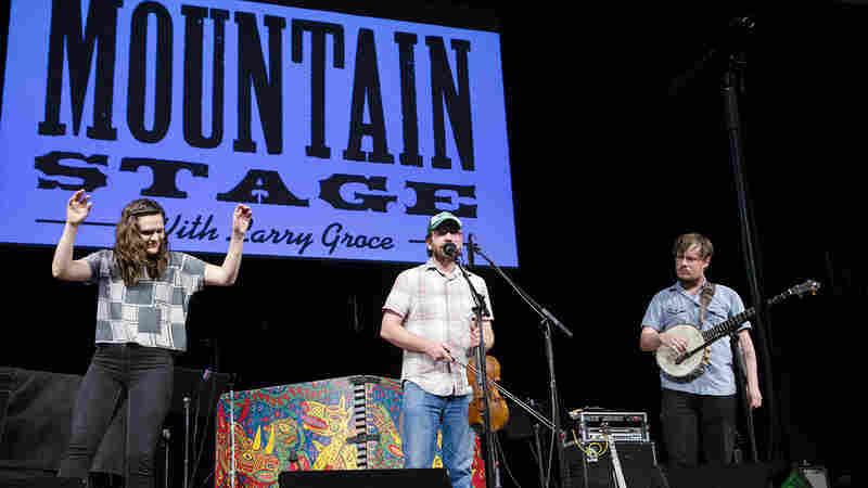 T-Mart Rounders On Mountain Stage