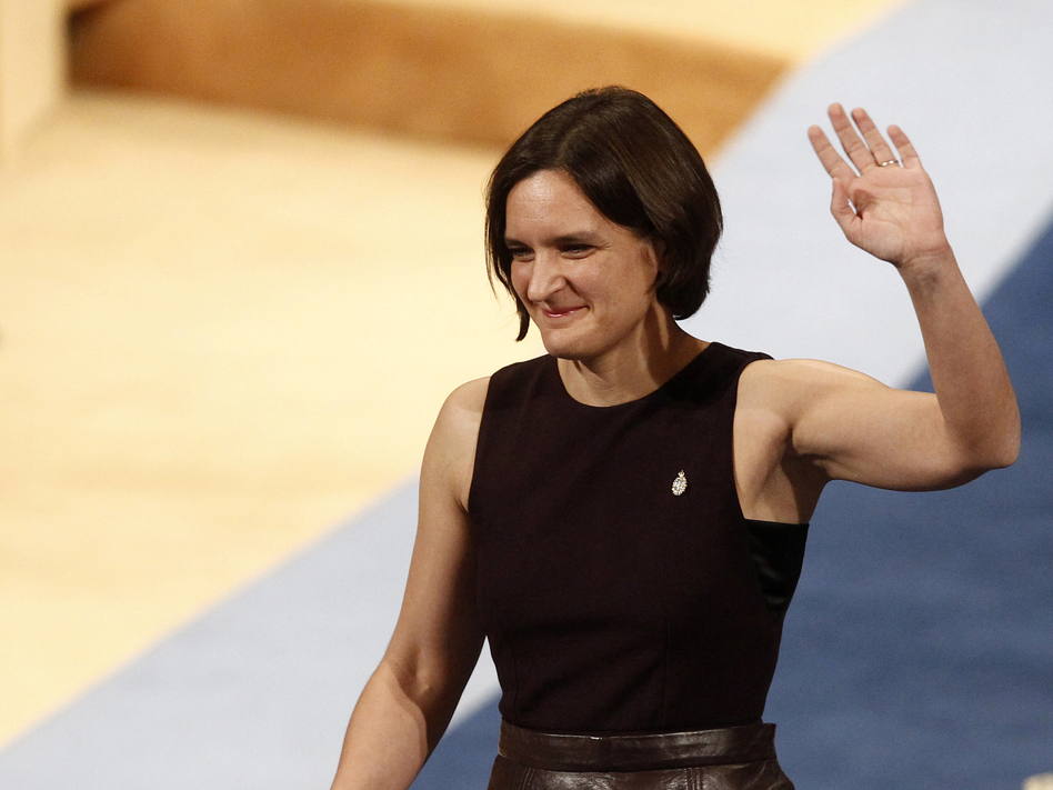 Esther Duflo of France waves after receiving the Princess of Asturias award for Social Sciences from Spain's King Felipe VI at a ceremony in Oviedo, northern Spain. She is only the second woman to win the 2019 Nobel Prize in Economic Sciences, sharing it with Abhijit Banarjee and Michael Kremer. (Jose Vicente/AP)