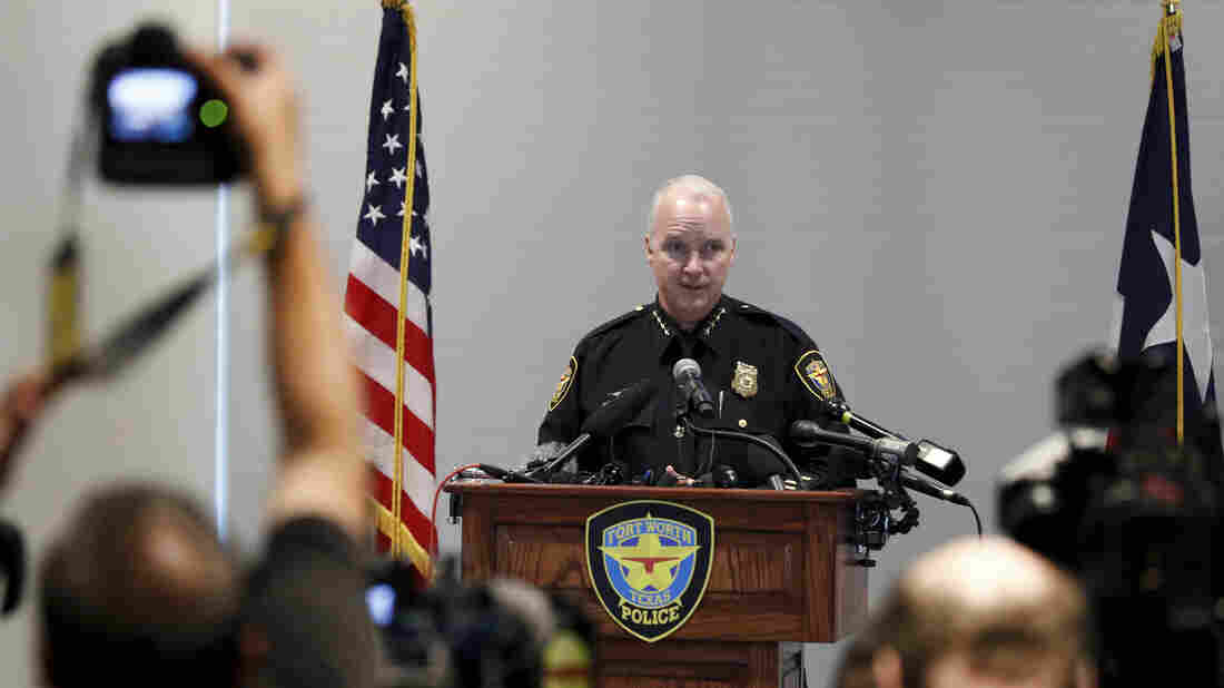 Westlake Legal Group ap_19288566912141_wide-58af51c03f39ee94b8eb6c18ba999a1d3ea11b61-s1100-c15 Fort Worth Interim Police Chief 'Deeply Sorry' For Fatal Shooting