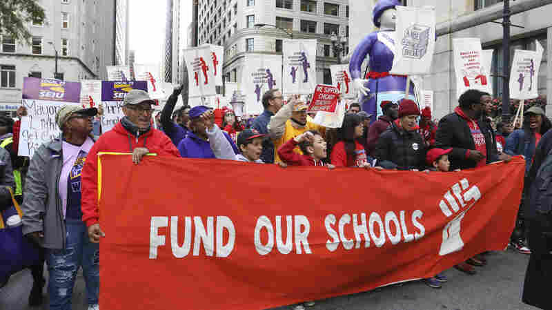 Chicago Cancels Public School Classes As Teachers' Strike Looms
