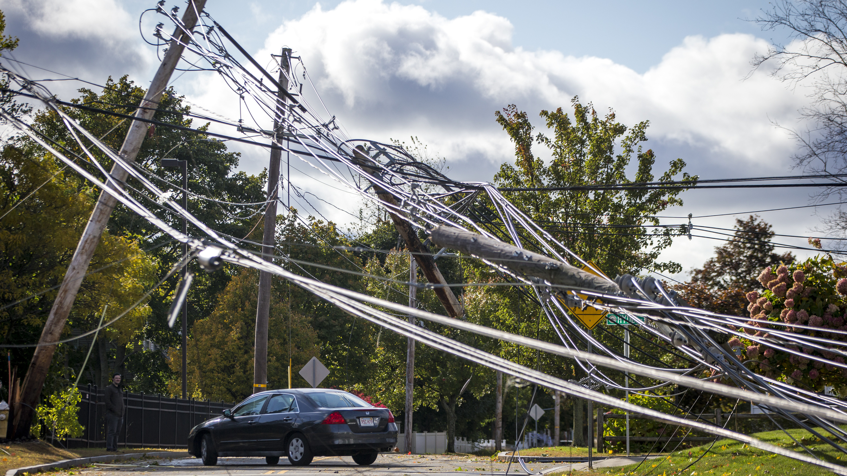 New England Nor'easter Storm Shuts Power Off For Hundreds Of Thousands