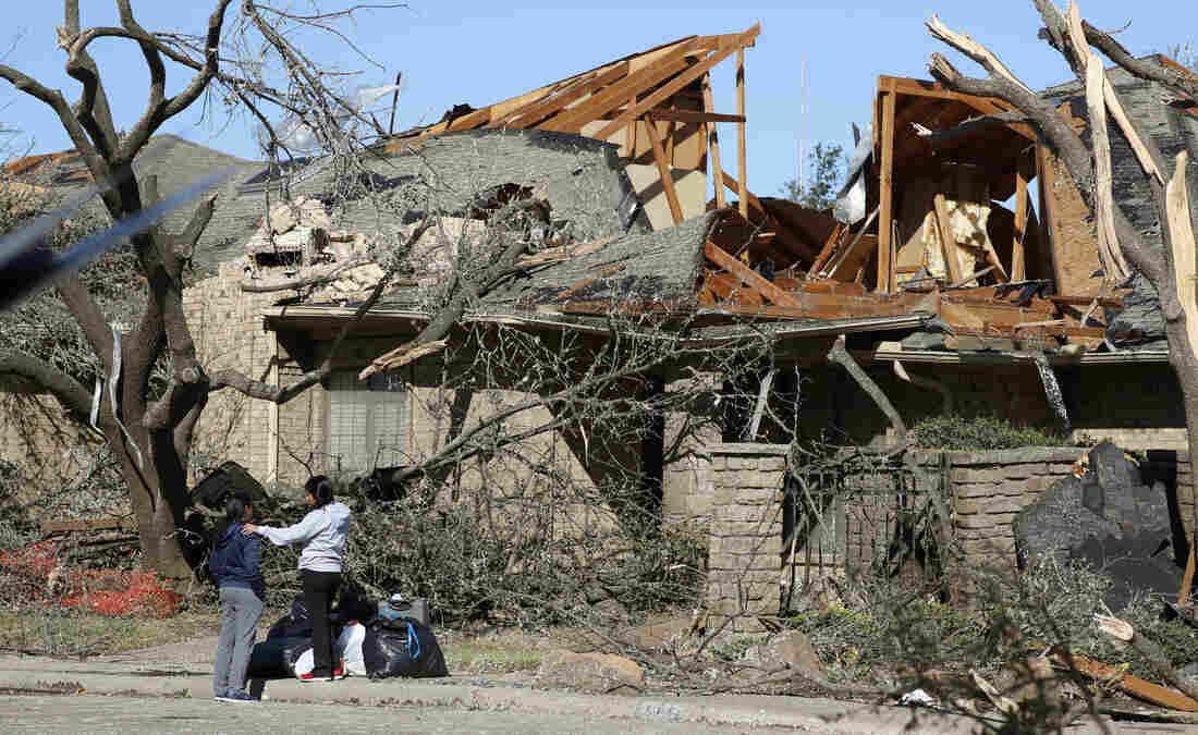 Westlake Legal Group ap_19294605267457_custom-829b3751eb47de81f7a69ff048550b6ce5ade962-s1100-c15 A Tornado Struck Overnight. Now Dallas Is Assessing The Damage