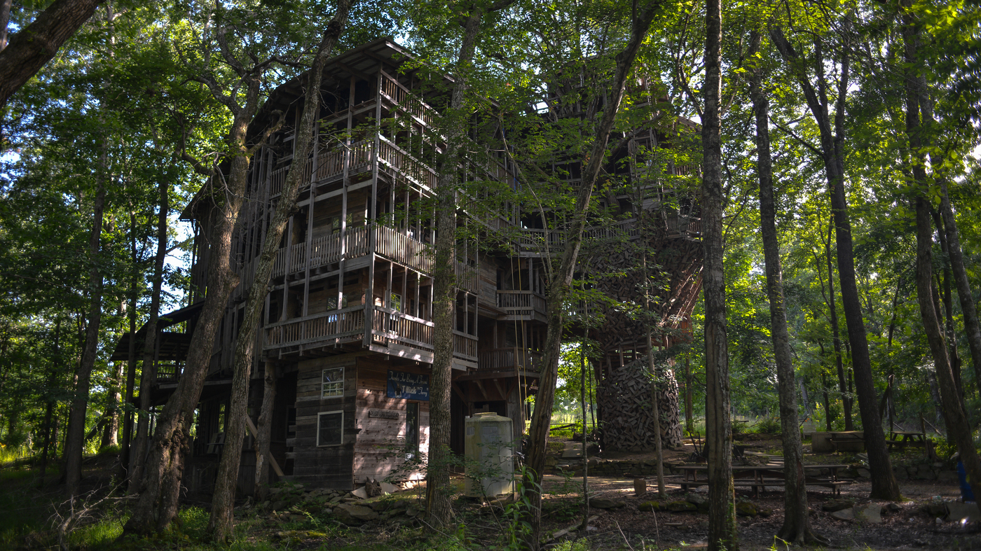 A Giant Treehouse 'Like A Castle' Is Destroyed By Fire In Tennessee
