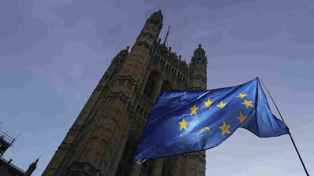 Westlake Legal Group ap_19301419597045_wide-3b2c38511b171ccd413224dcb48c674f5a14125c-s1100-c15 Rain Chexit: European Union Grants Brexit Delay To U.K. — Again