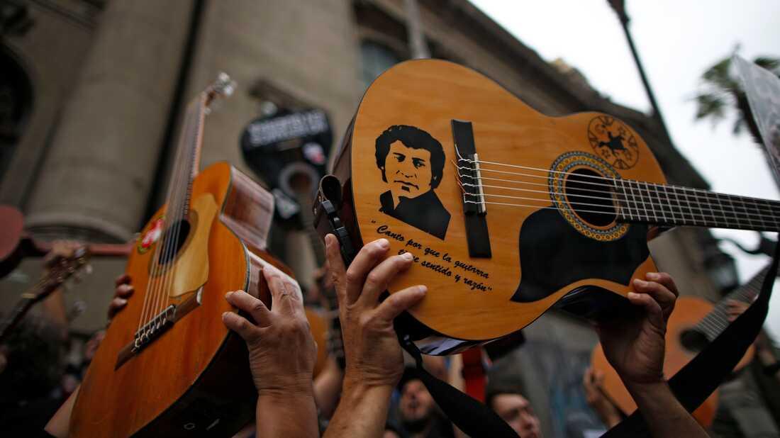'El Derecho De Vivir En Paz' Gives Voice To Protesters In Chile