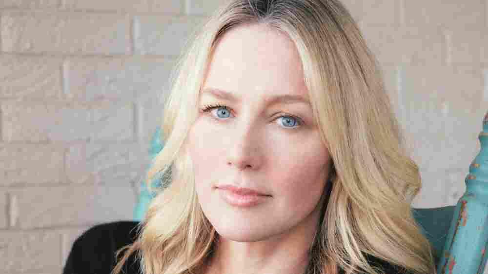 Years After Her Parents' Murder-Suicide, Musician Allison Moorer Finds Healing