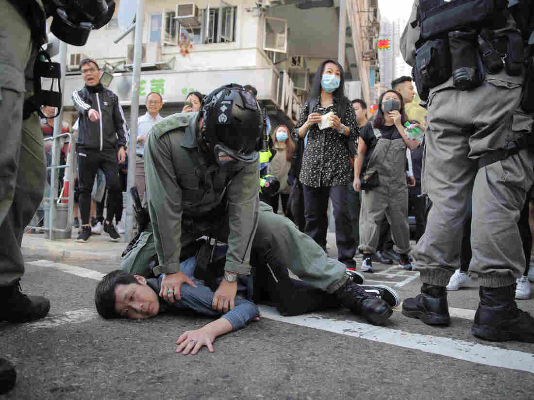 Beijing condemns violence in Hong Kong, and compares protesters to ISIS