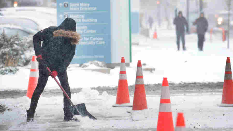 Arctic Blast Grips Parts Of the U.S., With Snow And Record-Breaking Cold
