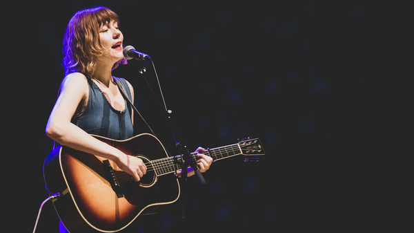 Molly Tuttle's Voice Shines In Her Live Rendition Of 'Rain And Snow'