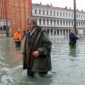 """""""威尼斯屈指可数"""":市长责备气候变化50年来最严重的洪水"""