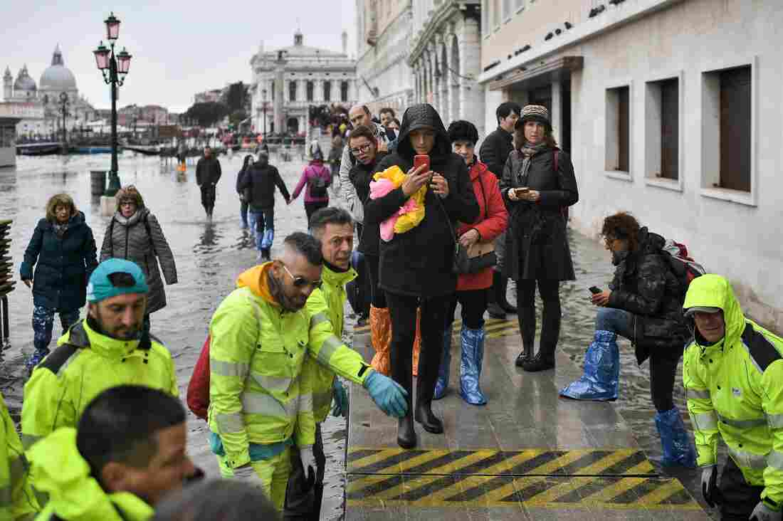 Westlake Legal Group gettyimages-1182108966_custom-ac9be56a64b2abc95b8570b7886d165d35f402e2-s1100-c15 After Venice Floods, Volunteers Wade In To Help Salvage What They Can
