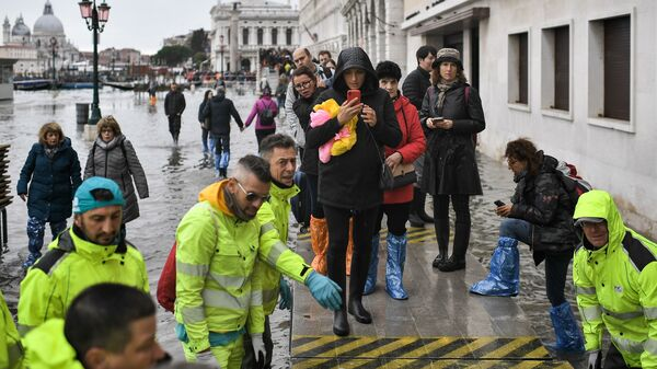 Volunteers set up a footbridge across Venice
