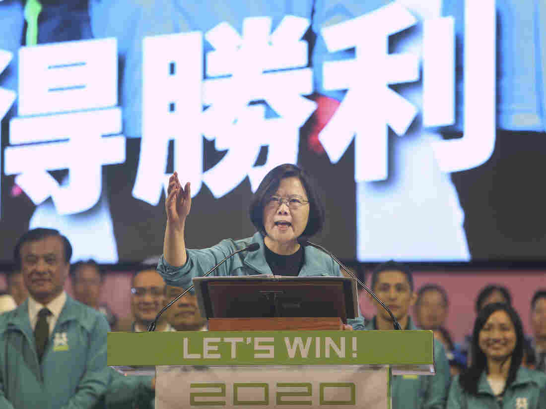 Westlake Legal Group ap_19321437462344-d50a2d8a0eac2939e80b10a6e2ab2f9afb72fa29-s1100-c15 As Taiwan's Election Race Heats Up, China Weighs On Voters' Minds