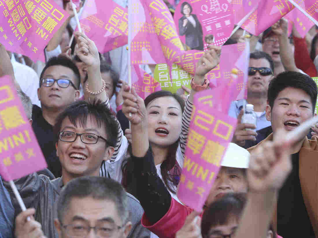 Westlake Legal Group ap_19321437535574-1ad30363333c50660f82f961e5098eba742ba471-s1100-c15 As Taiwan's Election Race Heats Up, China Weighs On Voters' Minds