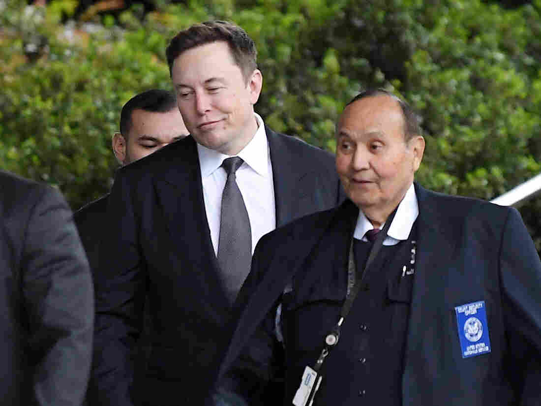 Westlake Legal Group ap_19338608186163-198daf3dbf0edafd7f8736e3cd8cc5fbe650a82a-s1100-c15 Los Angeles Jury Finds No Defamation In Elon Musk's 'Pedo Guy' Tweet