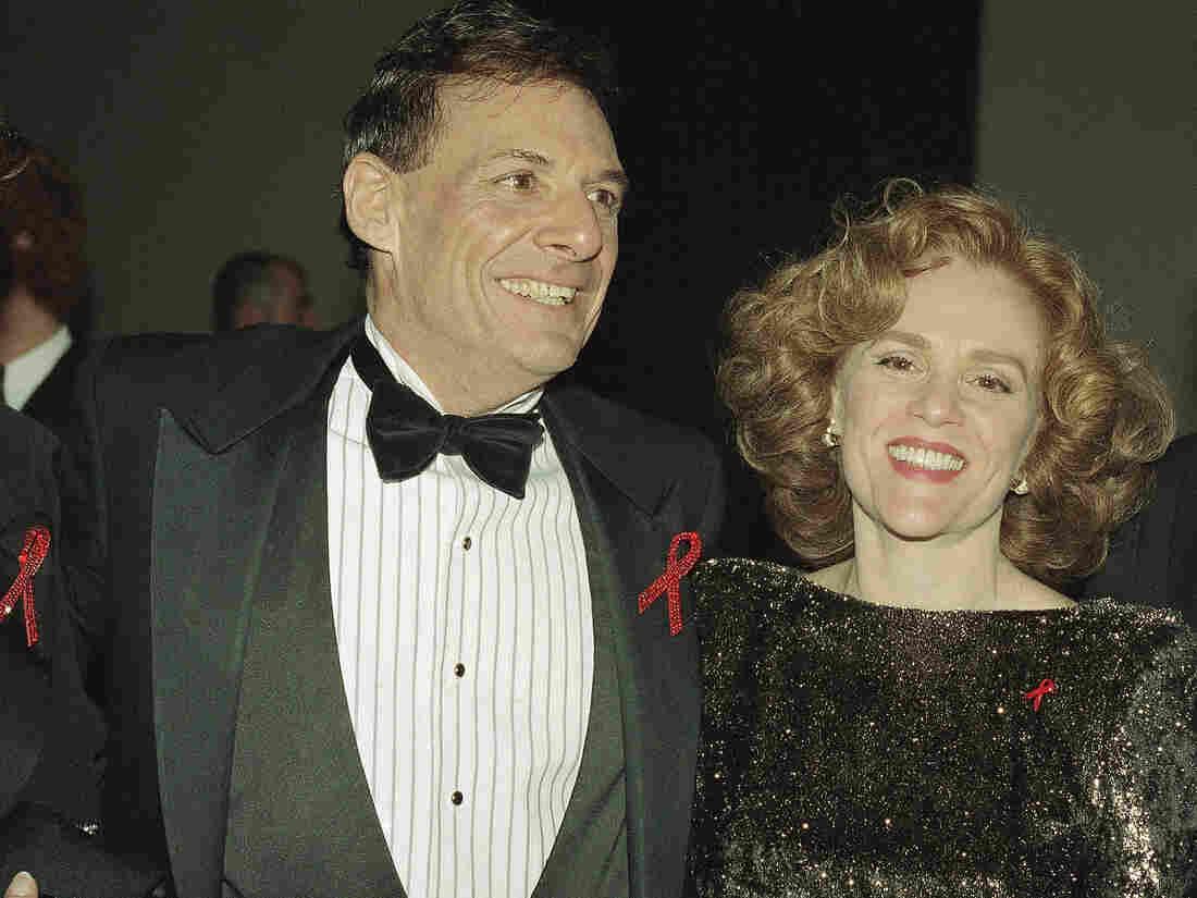 Westlake Legal Group ap_78338368259-e7778e6b66fa51ef3ed169de68a7fef744a10adb-s1100-c15 Tony And Emmy Award Winning Actor Ron Liebman Dies At 82