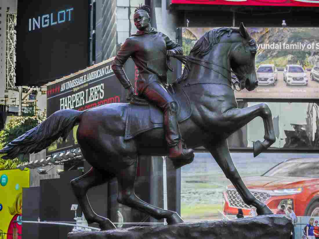 Westlake Legal Group ap_19275726171527-b5e442f1f73dddef42363b7e70da95ad9ae19938-s1100-c15 New Statue Unveiled In Response To Richmond's Confederate Monuments