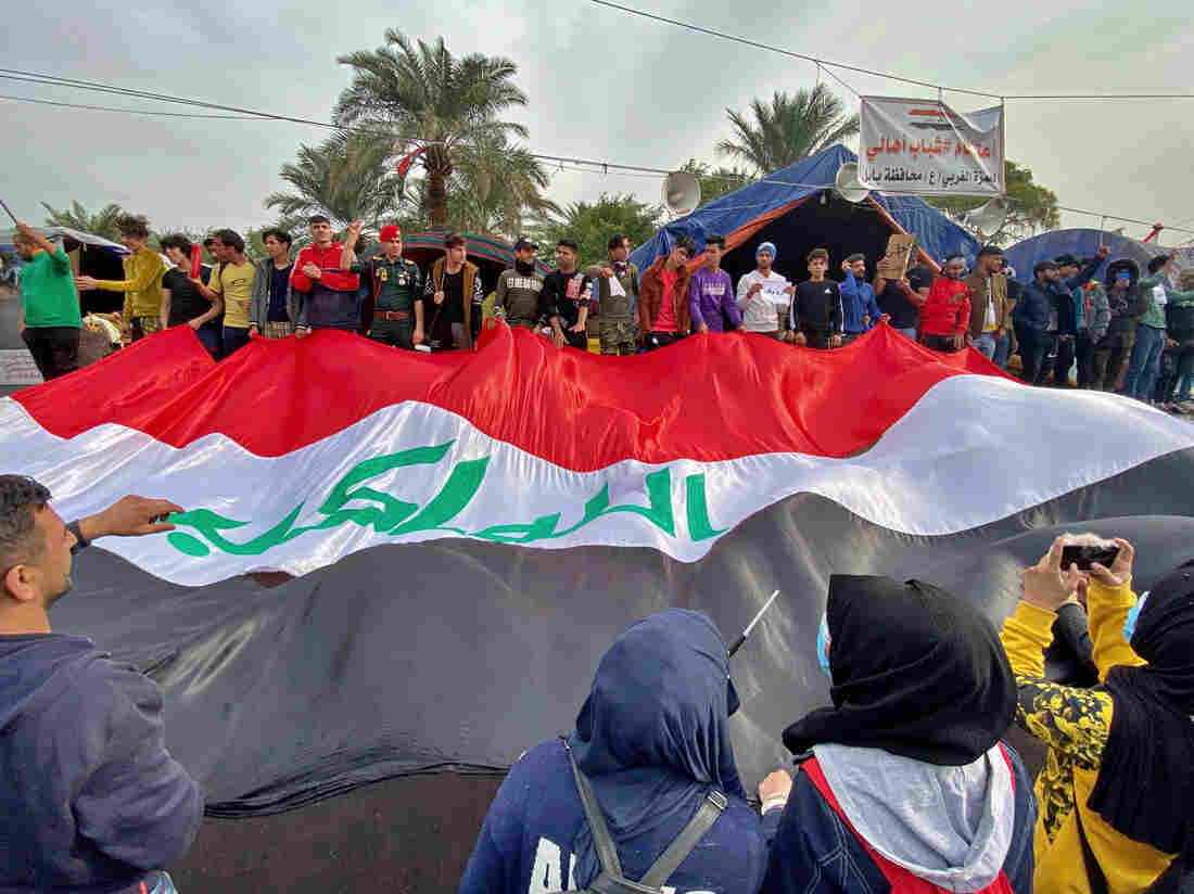 Iraq mob lynches 17-year-old accused of attacking protesters