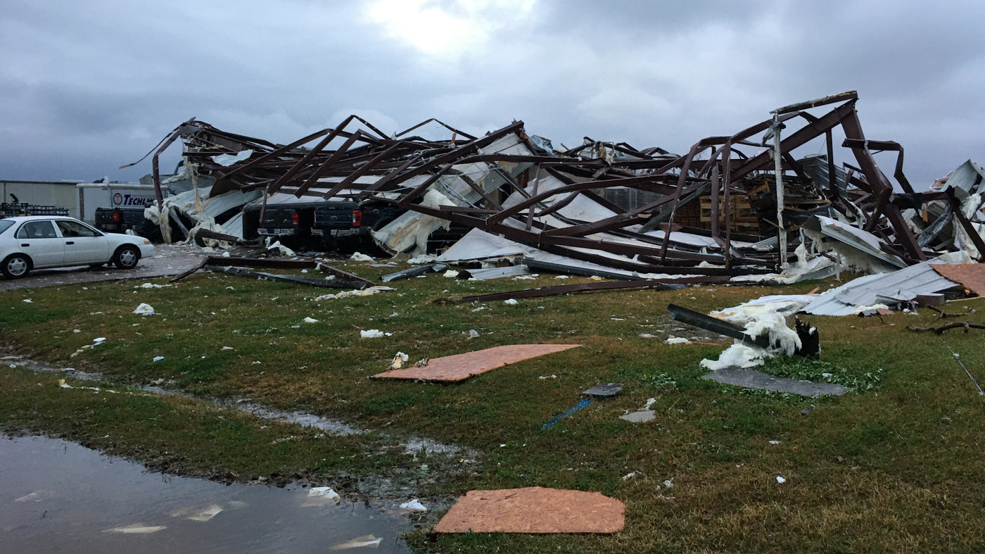 3 People Killed As Severe Weather, Tornadoes Hammer Deep South thumbnail