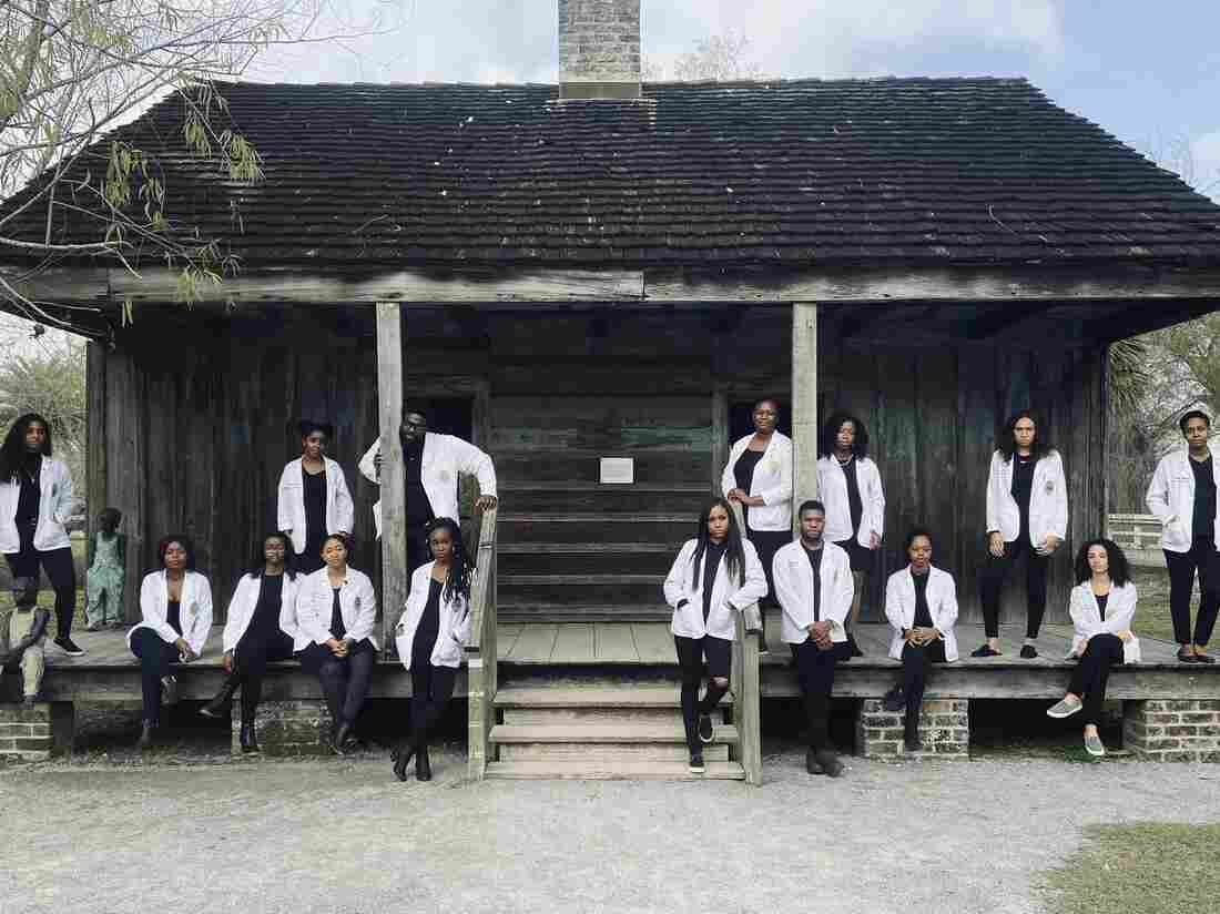 Med Students Pose on a Former Slave Plantation in Louisiana
