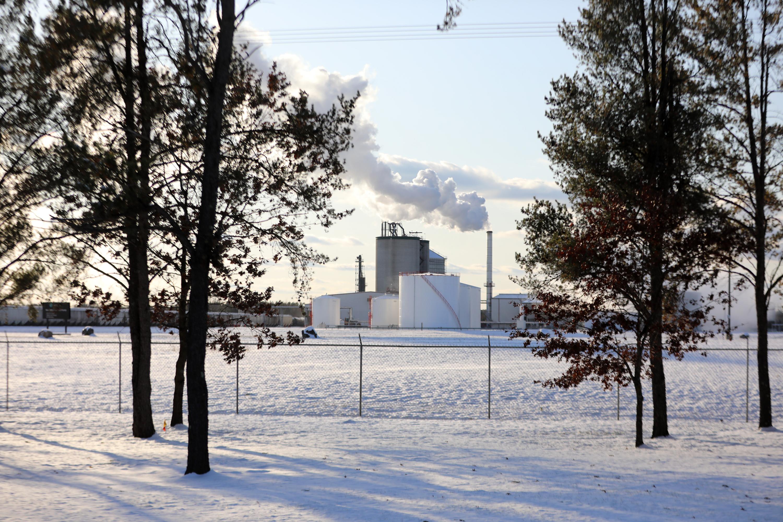 La planta de Marquis Energy, que produce etanol, se encuentra fuera de Necedah, Wisconsin. Michael Kruchten trabajó allí antes de comenzar los tratamientos contra el cáncer de pulmón en 2011.