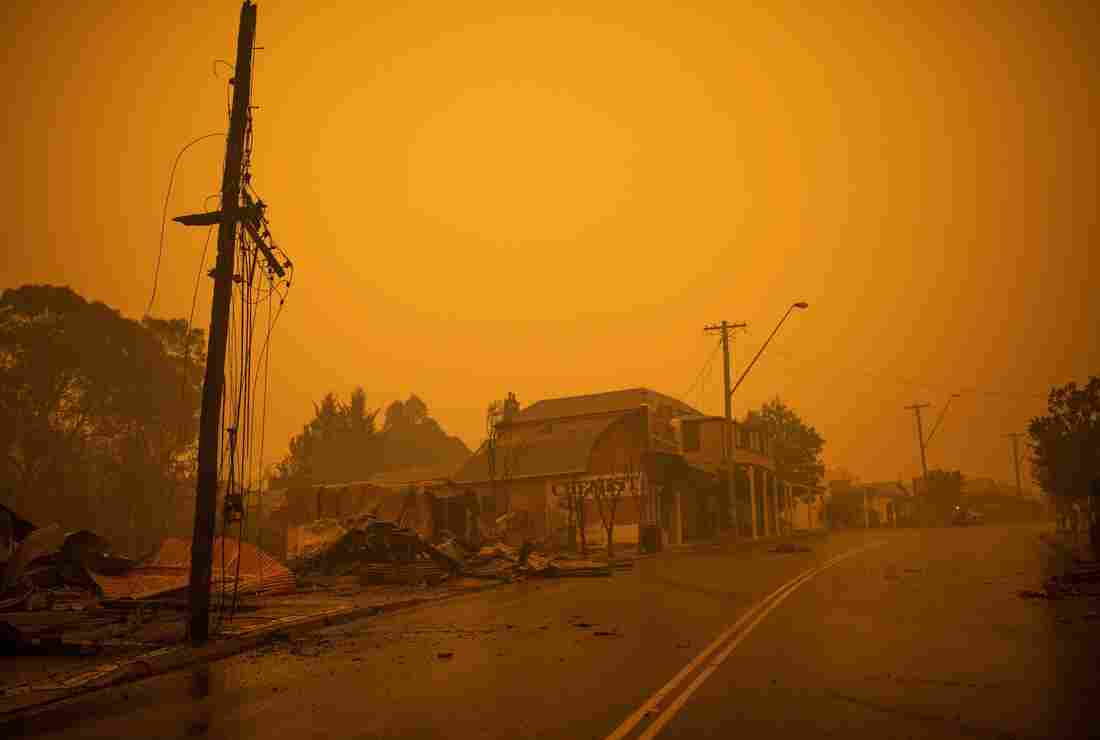 Westlake Legal Group gettyimages-1191100805_custom-d537802bad02cd8213c41f912afb0557dfa1fefd-s1100-c15 In Australia Wildfires, Scenes Of Smoke, Sparks And Chaos