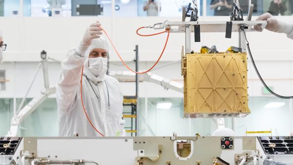 Technicians loading MOXIE onto the Mars 2020 rover