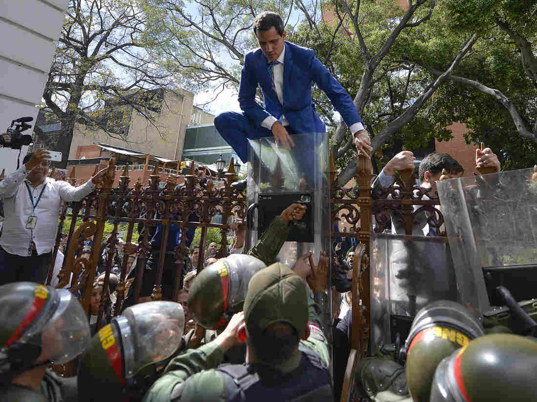 Westlake Legal Group ap_20005738563415-0edc7efc6c5f05614fcdb1fb2028268d4f0855d3-s1100-c15 Supporters Of Venezuela's Maduro Try To Seize Control Of Legislature