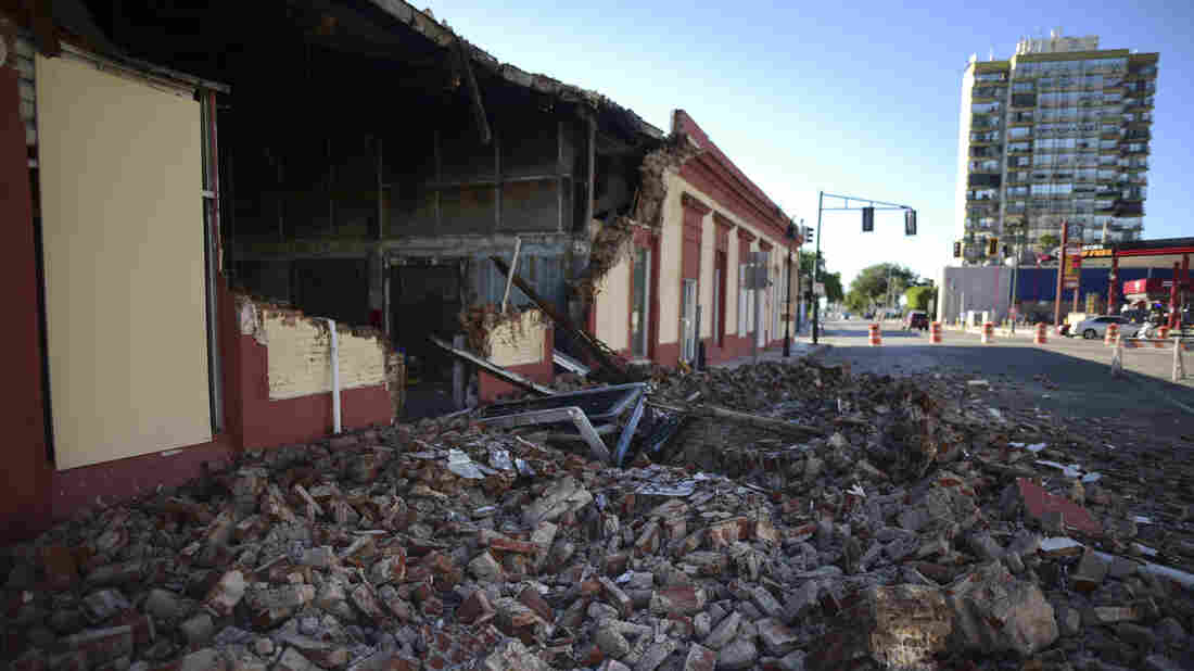 Westlake Legal Group ap_20007492694285_wide-782289ec96c9c871da650ff91367e4a80bcabf6d-s1100-c15 Puerto Rico Declares State Of Emergency After Quake Rocks Residents Awake