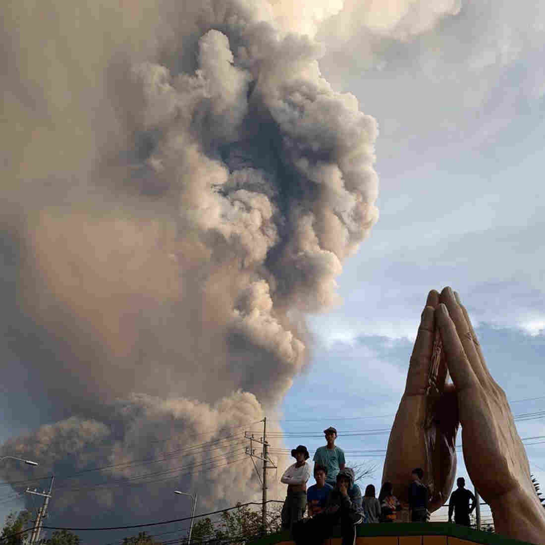 Westlake Legal Group ap_20012452079067_sq-90e4ed00c166576485b51bf8261609848ec9f56b-s1100-c15 Volcanic Eruption In Philippines Causes Thousands To Flee