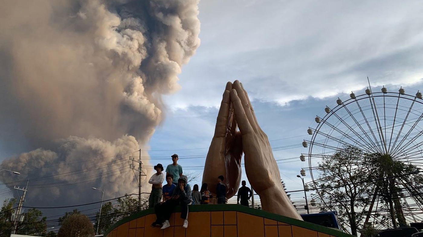 Volcanic Eruption In Philippines Causes Thousands To Flee thumbnail