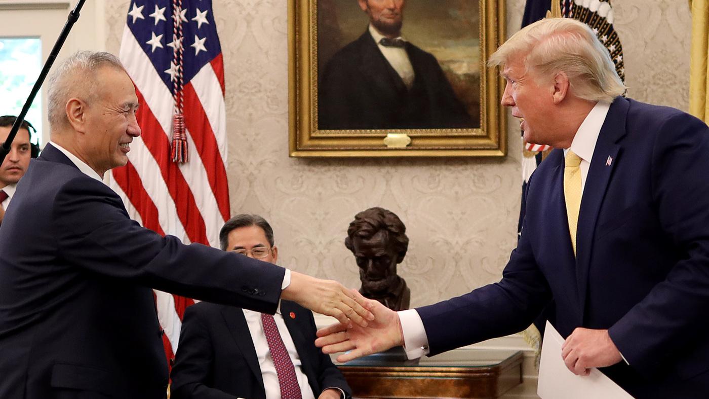 Trump firmará el acuerdo comercial de China 'Fase uno', pero la mayoría de los aranceles siguen vigentes thumbnail