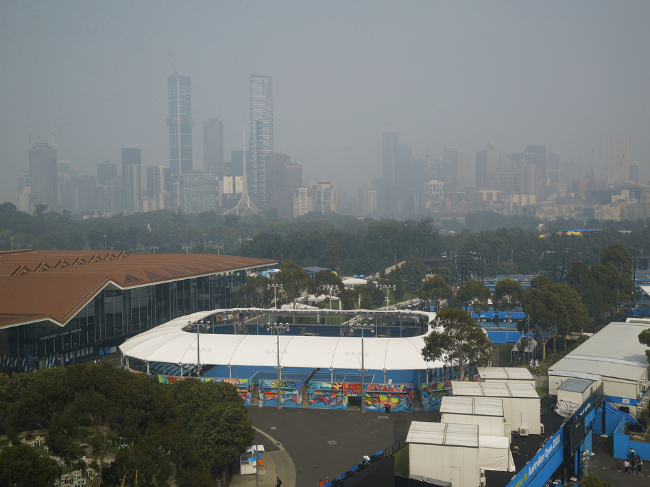 Smoke from bushfires shrouds the Melbourne city skyline. Hazardous breathing conditions prompted Australian Open officials to suspend practice sessions on Tuesday. (Daniel Pockett/Getty Images)