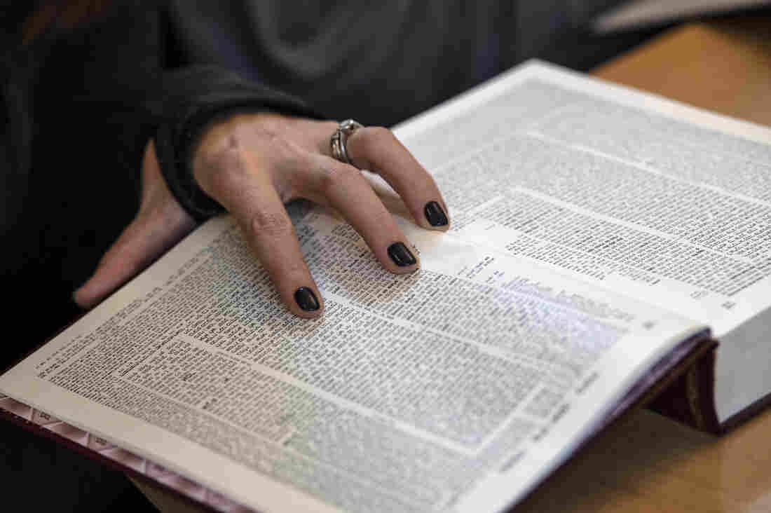 Westlake Legal Group _hat0835_custom-7008cdbfad8c25edb1ec3e6cd7de4516eb005348-s1100-c15 Orthodox Jewish Women Take A New Lead In Talmud Study In Israel