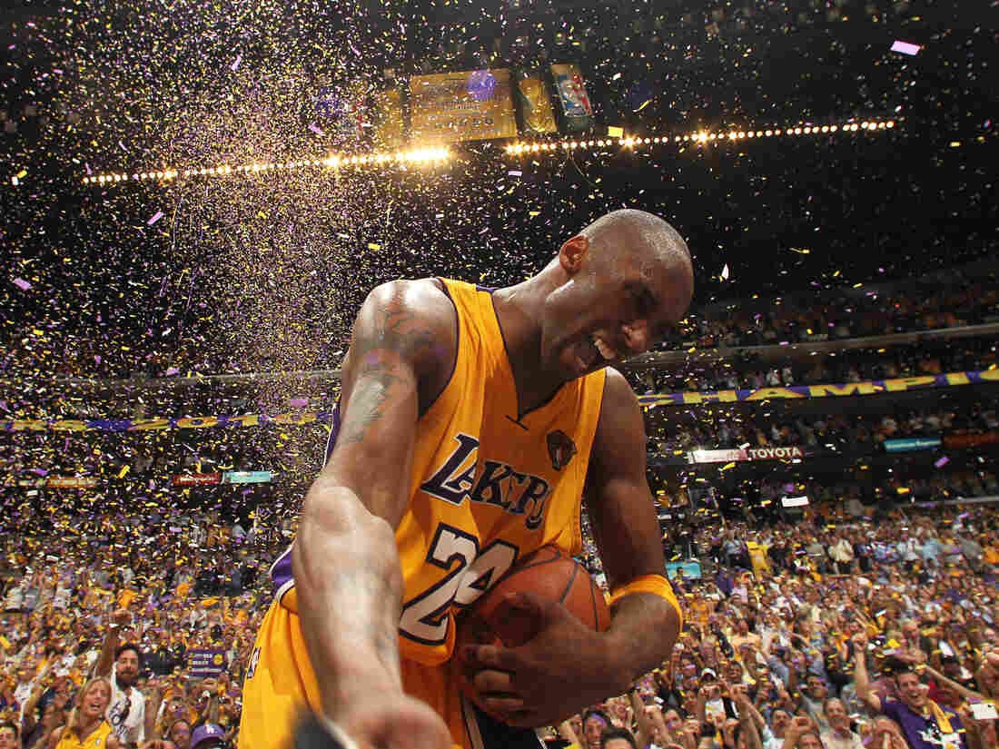 Westlake Legal Group gettyimages-102186435-fb5ee1a08c1c05868ca47747cd3d741624fb7335-s1100-c15 Basketball Legend Kobe Bryant And Daughter Gianna Die In Helicopter Crash