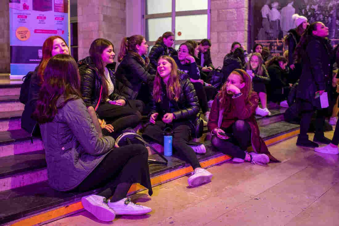 Westlake Legal Group _hat1122_slide-c1fa068a3d784663562ebc848ae279e4c2036a3c-s1100-c15 Orthodox Jewish Women Take A New Lead In Talmud Study In Israel