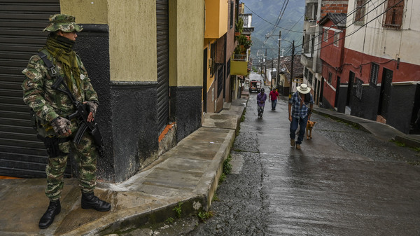 In Colombia, Ex-FARC Rebels And War Victims Work Together At New Radio Stations